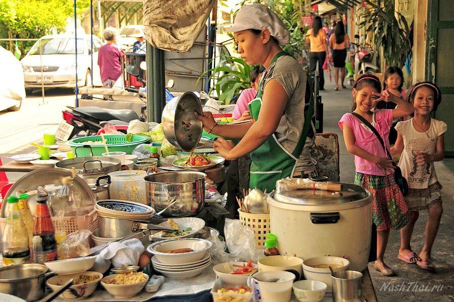 Уличная еда Тая