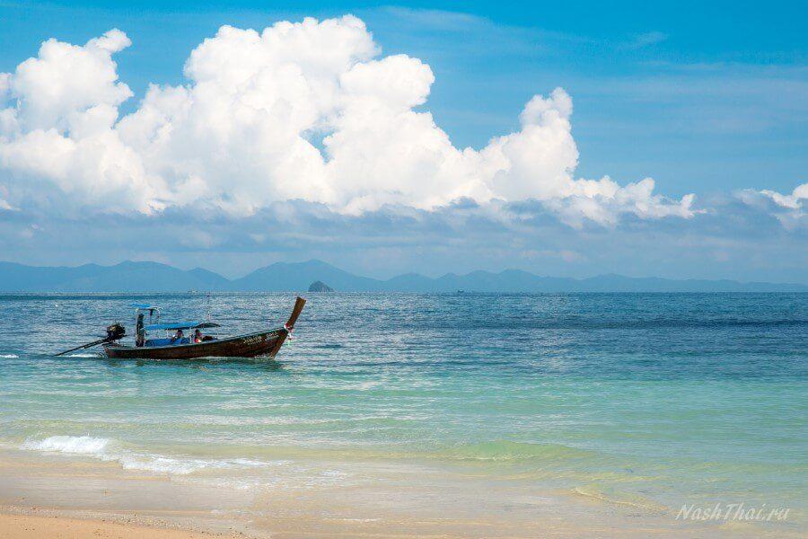 О сайте наш Тай и лодке у берега