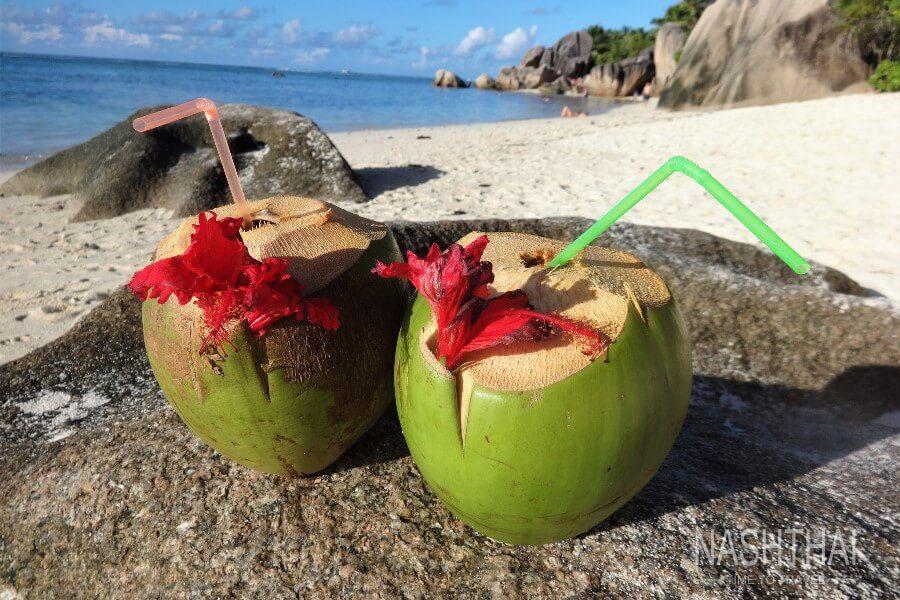 Кокосы на пляже