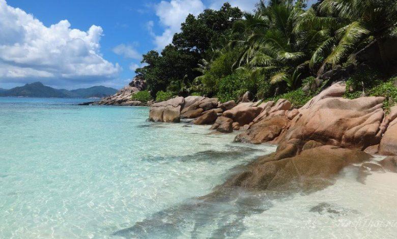Скалистый пляж