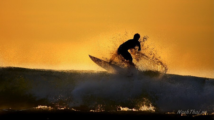 Сёрфер на закате фото