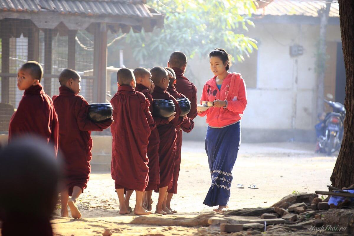 Послушники буддисты в Бирме