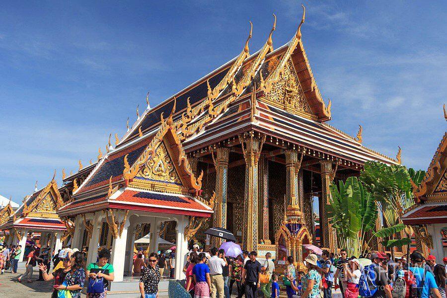 Вход в храм золотого Будды