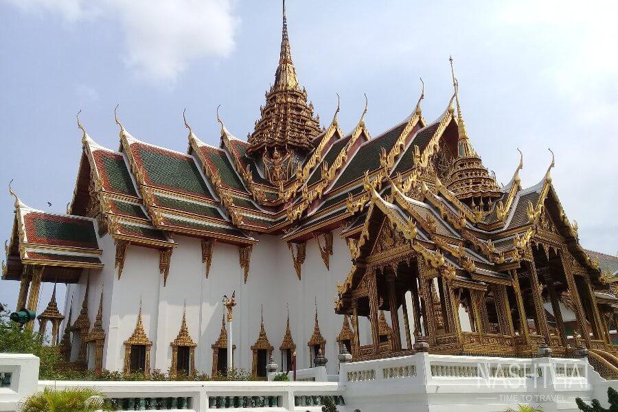 Храм в дворцовом комплексе