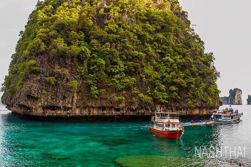 Залив Loh Samah на острове Пхи-Пхи-Лей