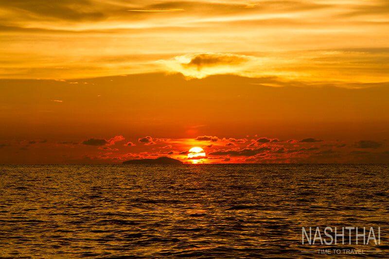 Закат в архипелаге Пхи-Пхи